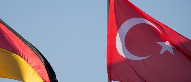 """Alman Hükümeti pervasızca Türkiye'yi terör grupları ile ilişkilendiriyor. Almanya'da devlet televizyonu olan ARD'nin, İçişleri Bakanlığı'nın resmi bir gizli belgesinde """"Türkiye'nin İslamcı örgütlerin eylem platformu olarak tanımlandığını"""" belirtmesi üzerine Türk Dışişleri […]"""