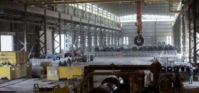 ABD Başkanı Donald Trump, ABD'deki üreticilere adil olmayan şekilde zarar verdiğini öne sürdüğü çelik ve alüminyum ithalatını düzenlemek amacıyla, içinde gümrük tarifeleri ve kotaların olduğu bir dizi seçeneği değerlendirdiğini söyledi. […]