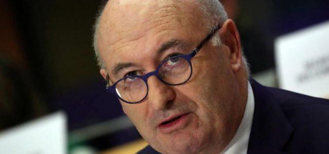 BRÜKSEL (Reuters) – AB ticaret sorumlusu Perşembe günü yaptığı açıklamada, Avrupa Birliği ve şirketlerinin, tek tek ülkelere olan bağımlılıklarını azaltmak için tedarik zincirlerini çeşitlendirmeleri gerektiği ifade etti. AB liderleri geçen […]